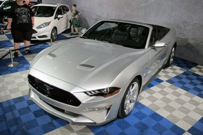 2018 ford mustang convertible introduced at barrett jackson palm beach. Black Bedroom Furniture Sets. Home Design Ideas