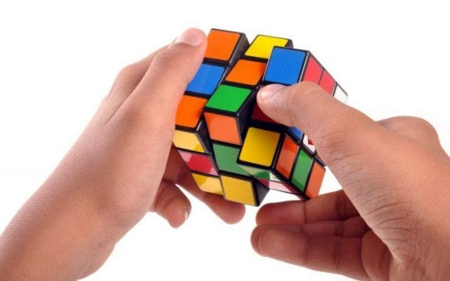 Learn to solve a Rubiks cube 640x400