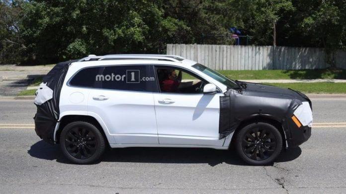 2018 Jeep Cherokee 8