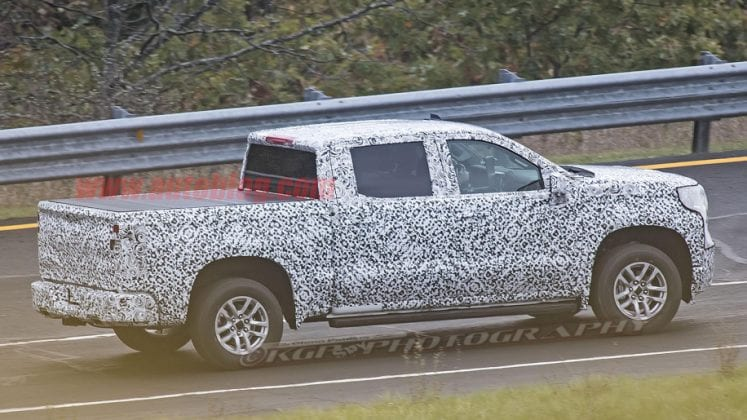 2019 Chevrolet Silverado in motion 747x420