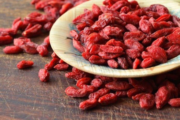 Goji berries 696x464
