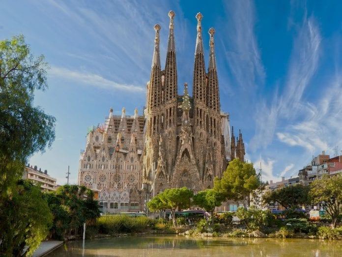 La Sagrada Familia 696x522