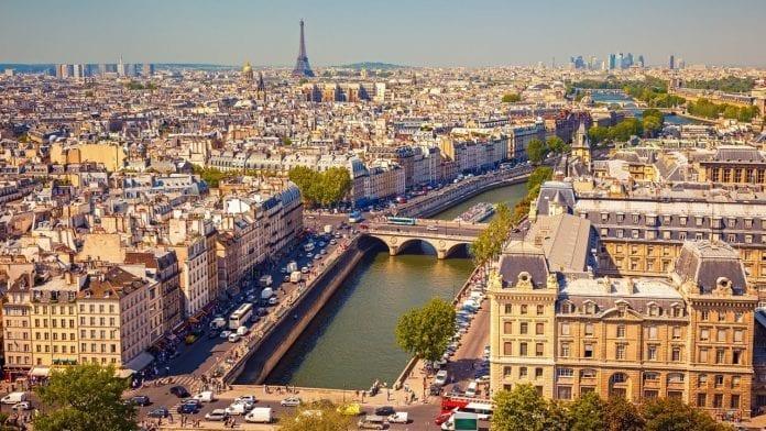 Paris 696x392