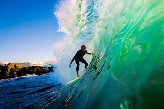 Surfing 2 696x464