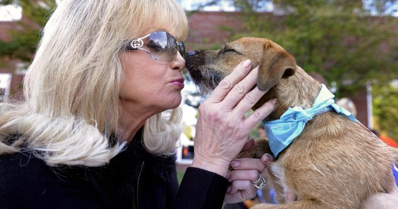 Barabara Mandrell and family dog 790x415