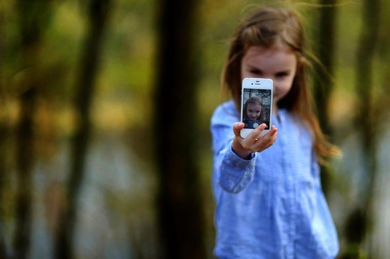 kids selfie 790x525