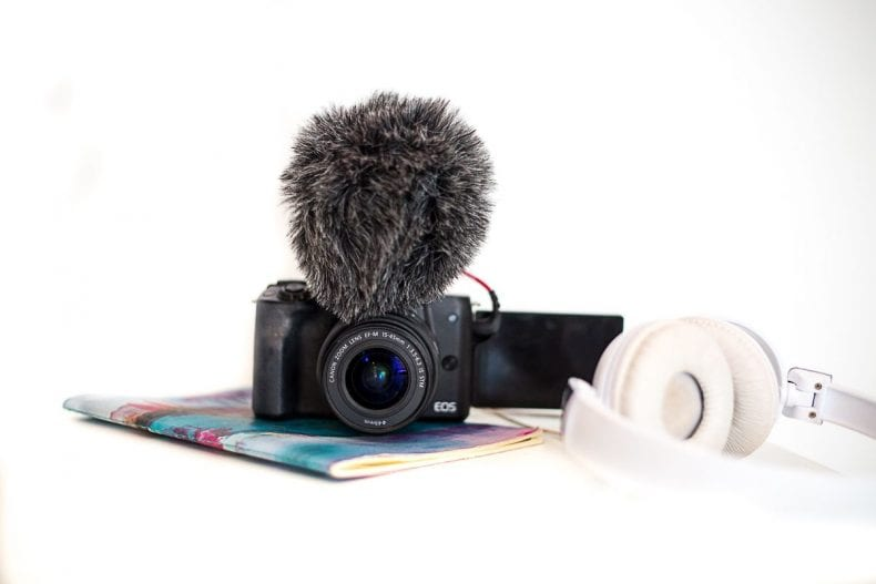 camera with microphone for vlogging 790x527