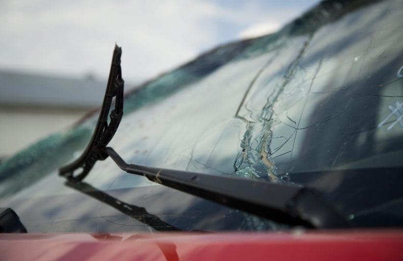 cracked windshield 790x512