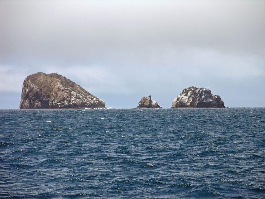 Galapagos Gordon Rocks 850x638