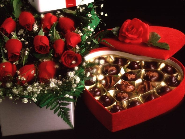 Red Rose Buquete Box Of Chocolate 790x593
