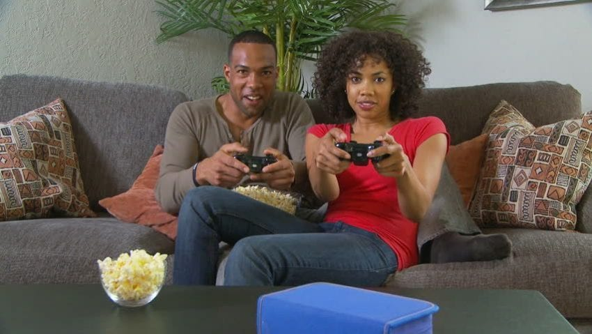 couple play games 850x479