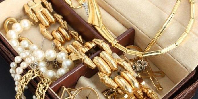 piece of jewellery