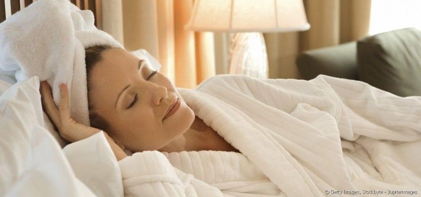 sleep with wet hair 850x398